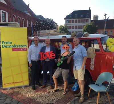 Der Fotobus beim FDP Wahlstand in Mannheim Eventsnapper auf fdp wahlstand in mannheim